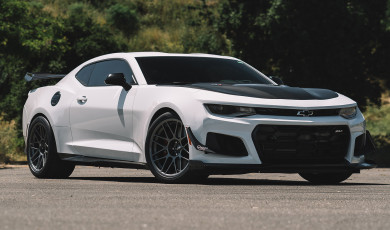 "6th Gen ZL1 1LE Staggered FitmentWheels: Anthracite ARC-8 19x11"" ET11 front, 19x12"" ET41 rearTires: Goodyear Eagle F1 305/30-19 front, 325/30-19 rear"