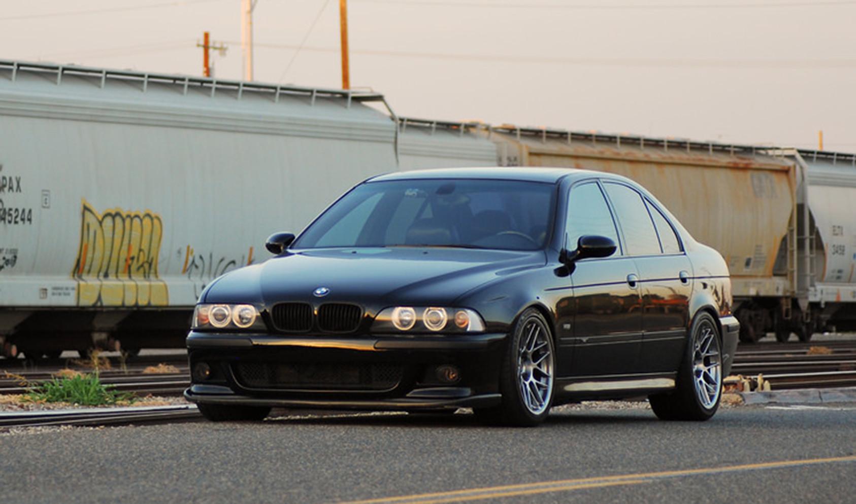 """E39 Square Fitment<br />Wheels: 18x9.5"""" ET22 Hyper Black ARC-8"""