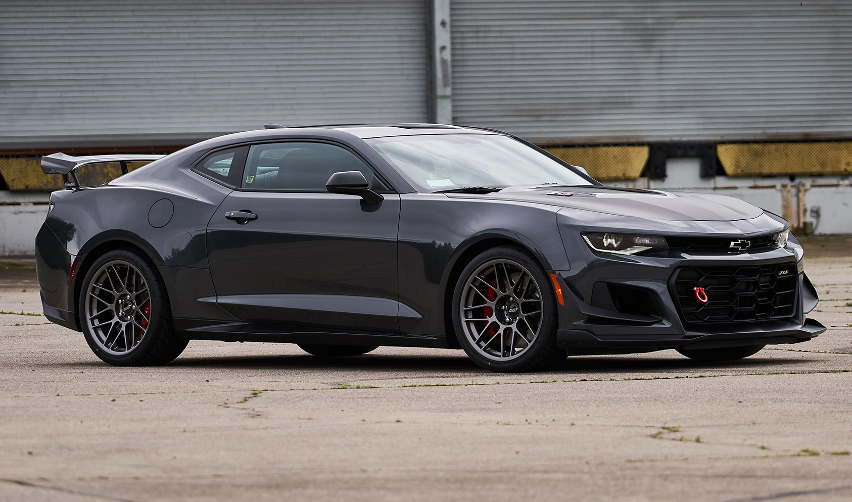 "6th Gen ZL1 1LE Non-Rotable Square Fitment<br />Wheels: Anthracite ARC-8 19x11"" ET11 front, 19x11"" ET43 rear<br />Tires:  305/30-19 Bridgestone RE71R"